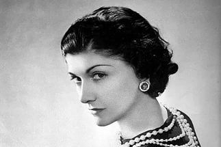 Если в платье, которое висит в твоем шкафу, нельзя пойти в театр, то почему оно до сих пор там? Про мужчин аналогично — если ты не чувствуешь себя рядом с мужчиной прекрасной и желанной девушкой, окруженной любовью и заботой, то почему ты до сих пор с ним? Coco Chanel  #chanel #красота #женственность #уход #цитаты #клиниканатургеневской https://клиникакосметологии.рф