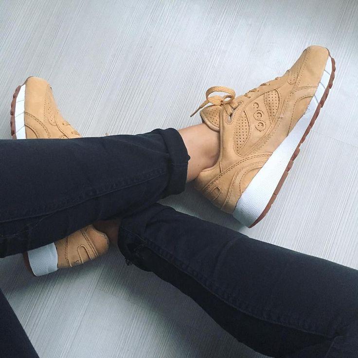 Sneakers femme - Saucony Shadow (©esthervanadrichem)