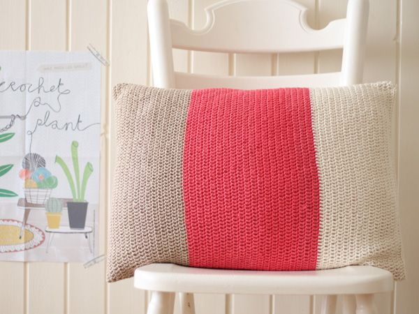 Color block pillow with instructions #crochet #howto