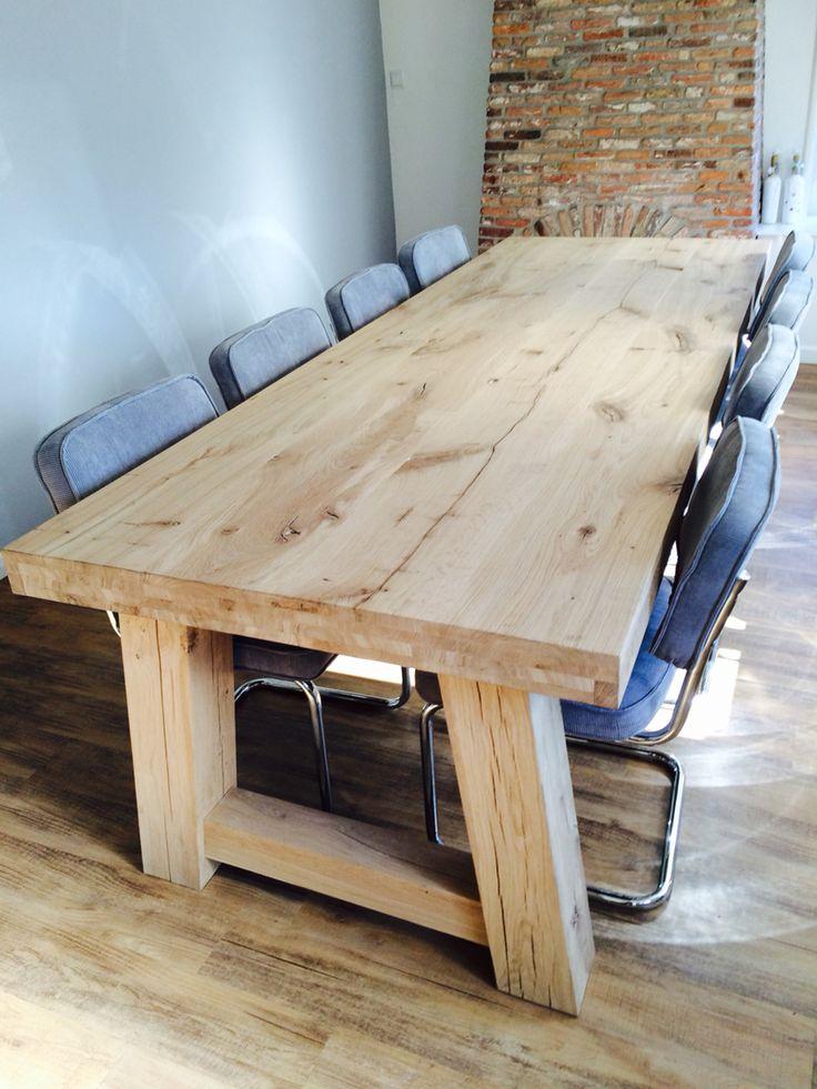 Massief eiken tafel taps. www.kaldenbach-meubels.nl