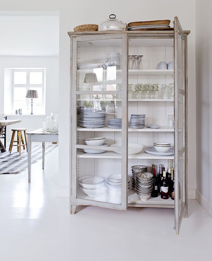 I would love one of these in my lovely kitchen!! Storage, storage and more storage!! o/  #coxandcoxkitchen rouvajonesinkotona.blogspot.co.uk