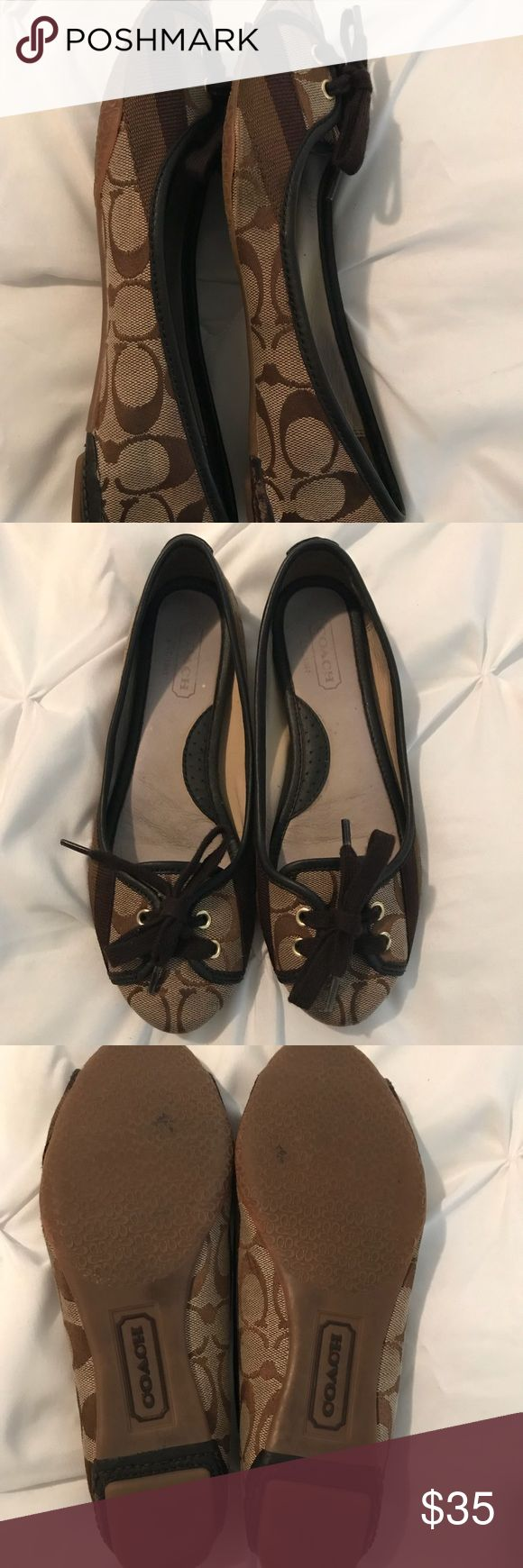 COACH FLATS 💖💖 Gently used very comfortable ! Bought at Dillard's ! Combines great with any look!💖💖 great condition minor pilling on one of the heels but great condition top view. Size 6, I'm a 6.5 and they fit just fine. Accepting offers 💖🙏 Coach Shoes Flats & Loafers