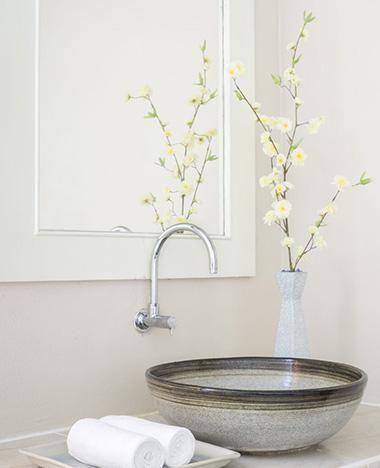 Een glanzende badkamer? Gebruik hiervoor glansspoelmiddel voor de vaatwasser.