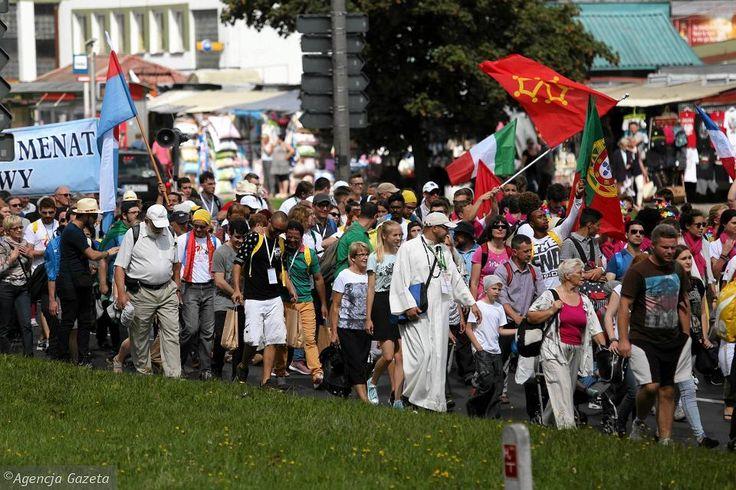Zdjęcie nr 22 w galerii - ŚDM. Barwny korowód pielgrzymów przeszedł ulicami Lublina. Wszyscy spotkają się na Arenie [ZDJĘCIA]