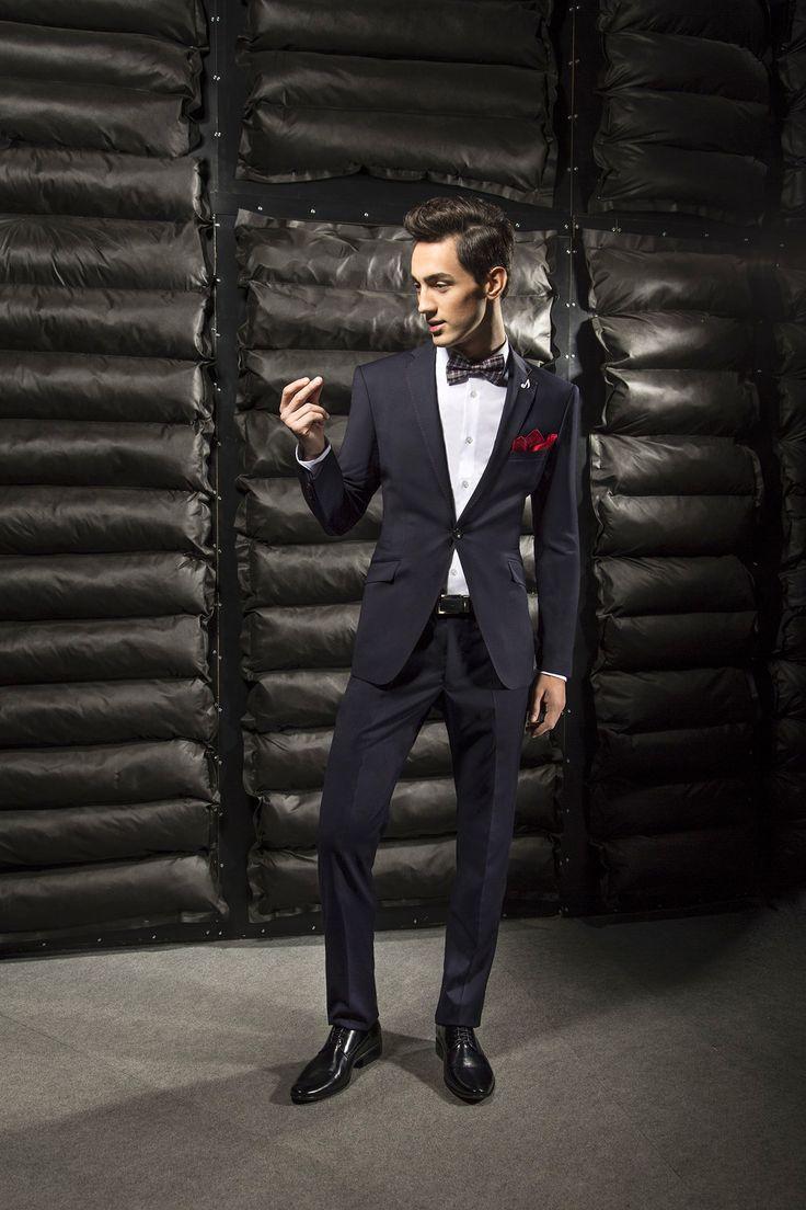 Czarny garnitur na studniówkę marki Giacomo Conti Cristiano 1 E15/18P