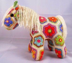 Вязаная лошадь из мотивов, схема вязания крючком