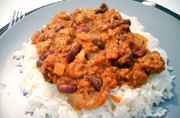 Chili vegano con soia e fagioli rossi - Una ricetta saporitissima e leggera, un perfetto piatto unico per chi vuole gustare un piatto di tradizione etnica, ma rivisitato senza la carne - Parliamo di Cucina