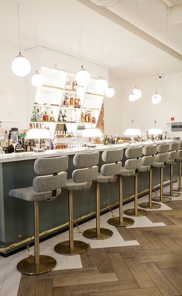 How To Find The Perfect Bar Chair For Your Interior / bar chairs, modern chairs, interior design #barchairs #modernchairs #designinspiration  For more inspiration, read article: http://modernchairs.eu/perfect-bar-chair-interior/