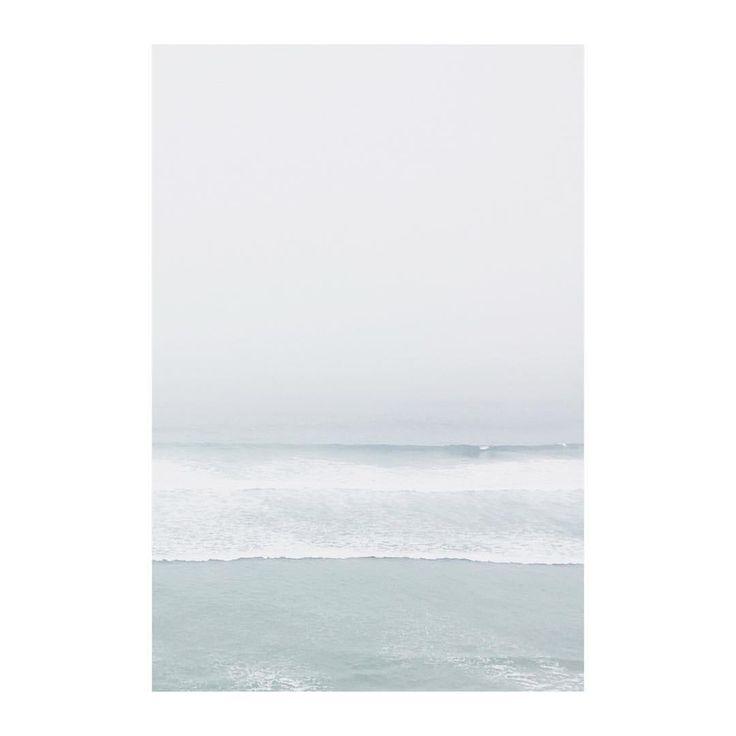 Minimalism / fog / waves