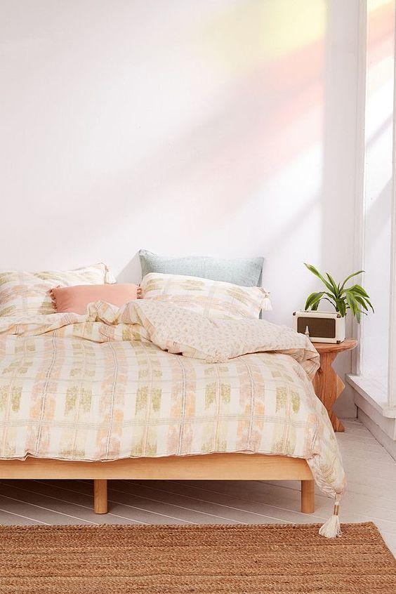 Best Pink Bedroom Sunshine Rustic Minimalist Simple Small 640 x 480