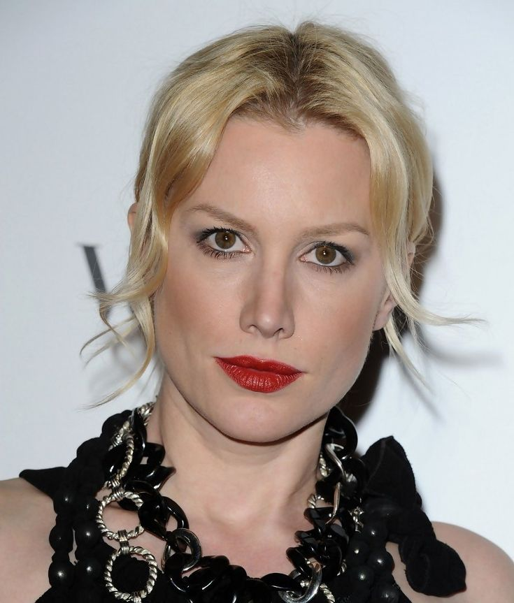 Alice Evans as Amanda Prynne