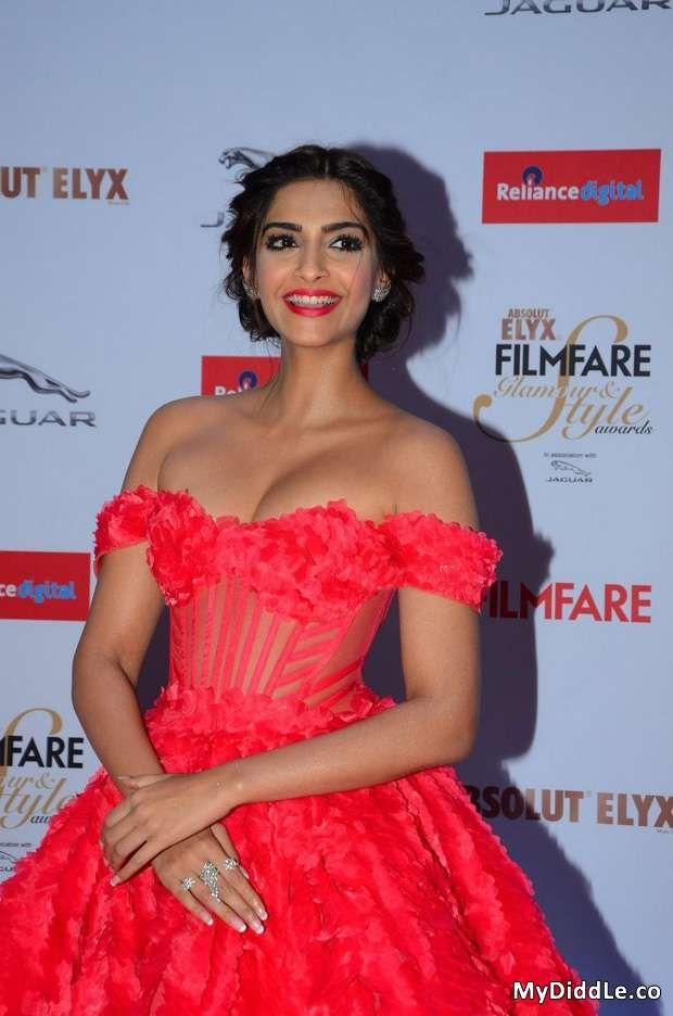 Sonam Kapoor Red Hot Off Shoulder Dress @ Filmfare Glamour and Style Awards