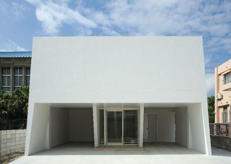 """LSD design co., ltd. """"stool""""_2011_house_Okinawa, Japan_simple house design_tile living_white interior_facade design_ newly built house_Kartell"""