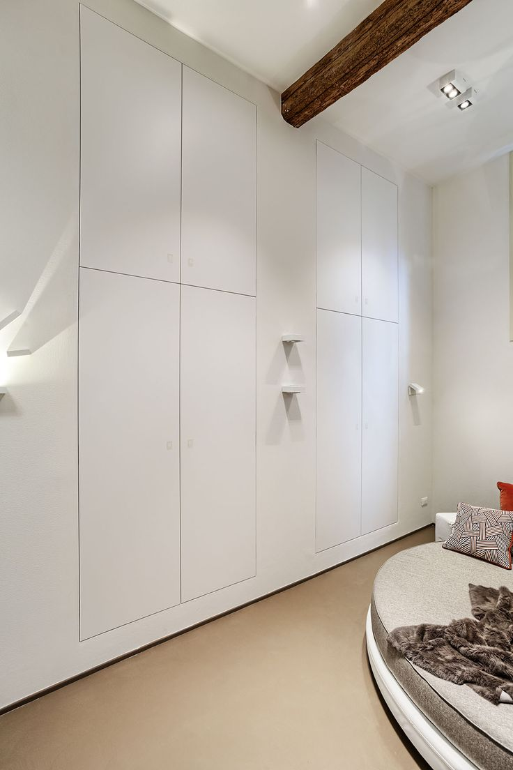 Linvisibile Extra Closures multiple leaves, as wall finish.  #invisibledoors #designdoors #internaldoors #showroom