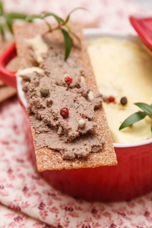 Paštéta z kuracej pečienky s farebným korením - Recept pre každého kuchára, množstvo receptov pre pečenie a varenie. Recepty pre chutný život. Slovenské jedlá a medzinárodná kuchyňa