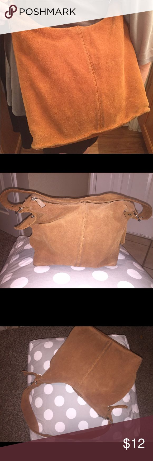 """Suede Gap Purse This bag screams """"Lets hit the town!"""" It features an adjustable strap, four inner pockets (1 zippered), and sturdy construction. The suede is soft and in good used condition. GAP Bags Shoulder Bags"""