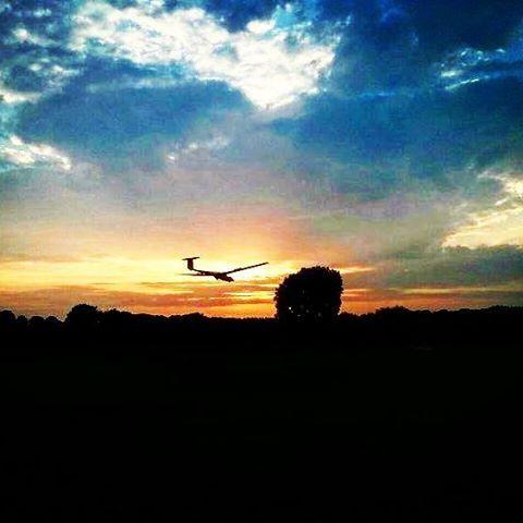 #Sunrise #sunset fliegen bei uns am #Flugplatz,  schade dass es nur 1 mal im Jahr gemacht wird #segelfliegen #soaring #gliding #chillin #together #prettyclouds #sport #hobby #Blueskyaction #fun #sooobock  #flytogether  #flying  #avesome #picoftheday #bluesky #forgetyourworries #awesomelifestyle #instagram #gopro #goproaviation #galaxynote3 @davciohater