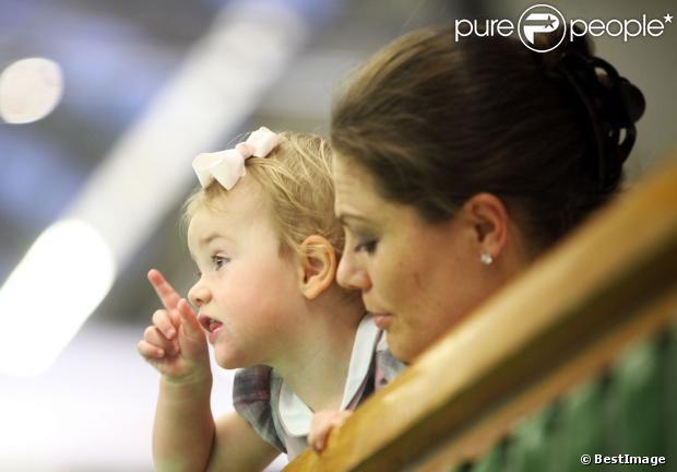 20 Octobre 2013 la princesse héritière Victoria, le prince Daniel et la princesse Estelle ont regardé la finale du tournoi de tennis Open de Stockholm à la salle de tennis royal de Stockholm