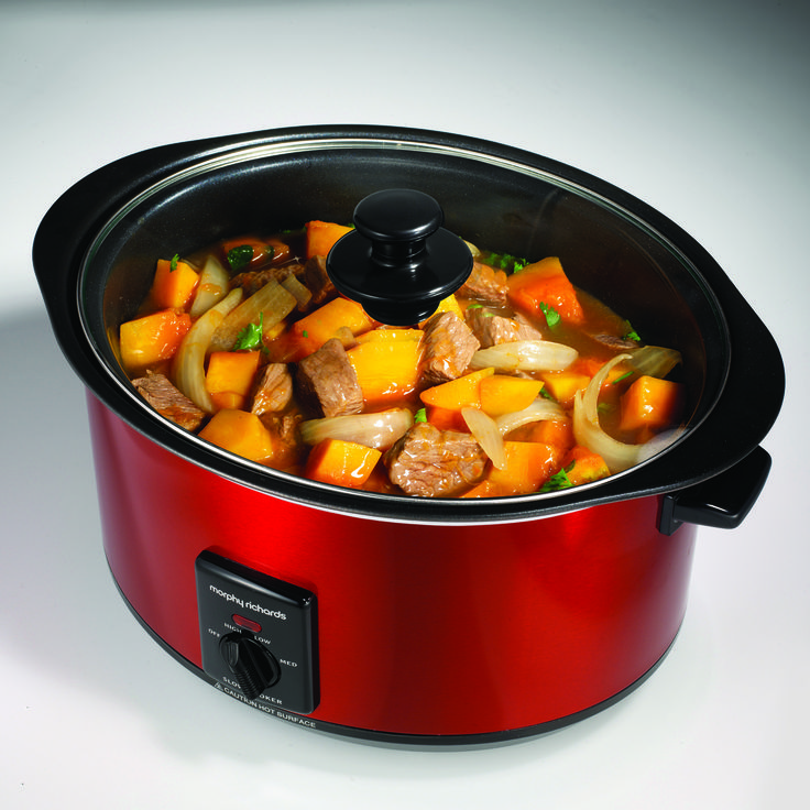 The aluminium pot of our Red Slow Cooker model 461000 lets you brown, sear and saute on top of your hob. Lightweight, non-stick and dishwasher safe for effortless cleaning after cooking.