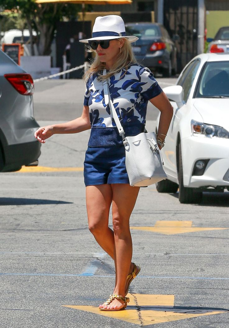 reese-witherspoon-out-and-about-in-brentwood-07-15-2016_6.jpg (1200×1724)