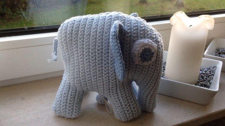 Elefant med spilledåse i maven, lavet til barselgave