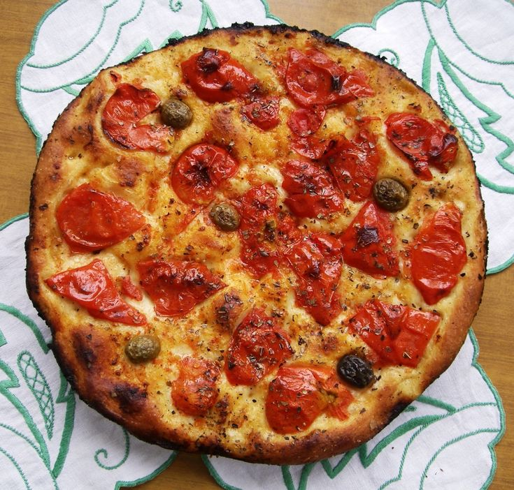Tradizione della cucina pugliese apparentemente semplice, la focaccia è un tripudio di gusto sopratutto se abbinata ai giusti - e sfiziosi- ingredienti