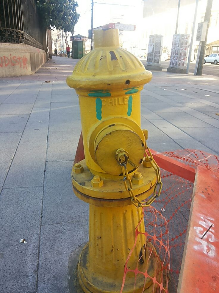 ¿Carita triste o carita contenta?, calle Pedro Montt, ciudad Valparaíso, Chile.