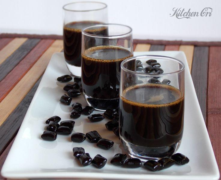 Liquore alla liquirizia, facile e veloce da preparare si può conservare sia fuori dal frigorifero che in frigorifero, ottimo anche nel caffè o sul gelato