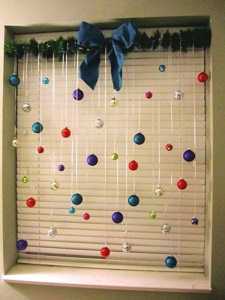 Ways to Reuse Christmas Ornaments and Crafts for New Years Eve Window Decorations – Lushome