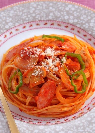 ナポリタン / Japanese style tomate pasta. We use ketchup. Many kids like this.
