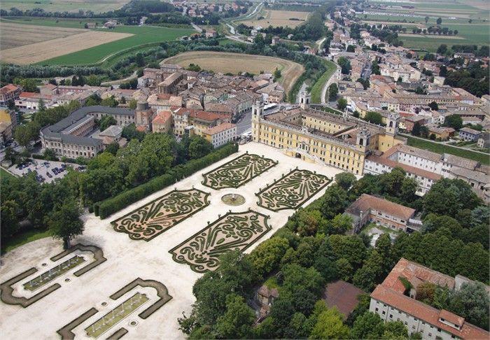 Area sosta camper Colorno consigliata per visitare il Palazzo Ducale.
