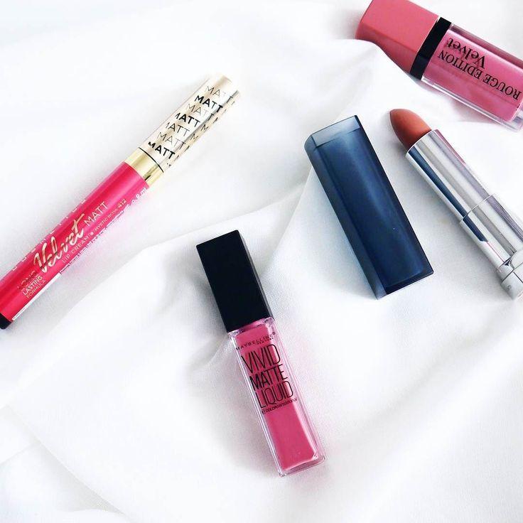 Moje zakupy z Rossmanna  Moja już duża kolekcja pomadek znowu się powiększyłaale produkty do ust uwielbiam  A jak Wasze zakupy ?  Ps.Dobrego wieczoru  #blogger #instablogger #beautyblogger #instacosmetics #cosmetics #lipstick #lips #blogerkaurodowa #beautybloggerspl #blogi_kosmetyczne #rossmann #eveline #maybelline @rossmannpl @evelinecosmetics