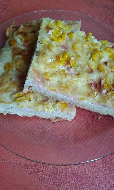 Sonkás-kukoricás tepsis pizza