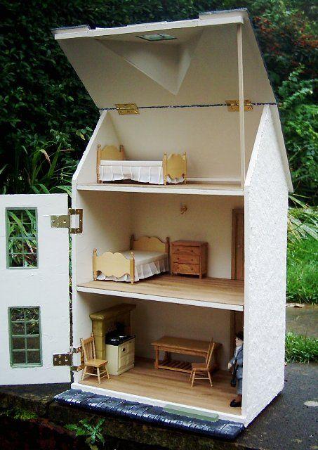 Julie's dolls house blog: 1/12th Scale 'Acorn Cottage'