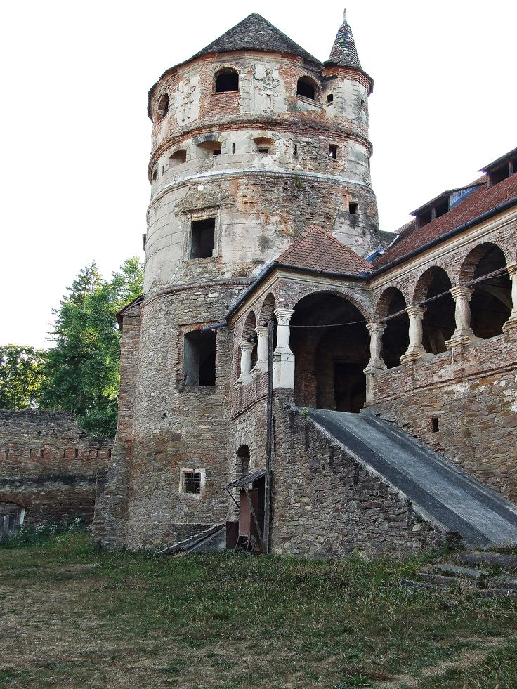 Tower 2. Betlen Cris Castle