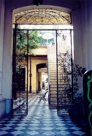 El patio de los Lezama, Casona de la familia Lezama en San Telmo, - Roaring 20s French Revival in Buenos Aires