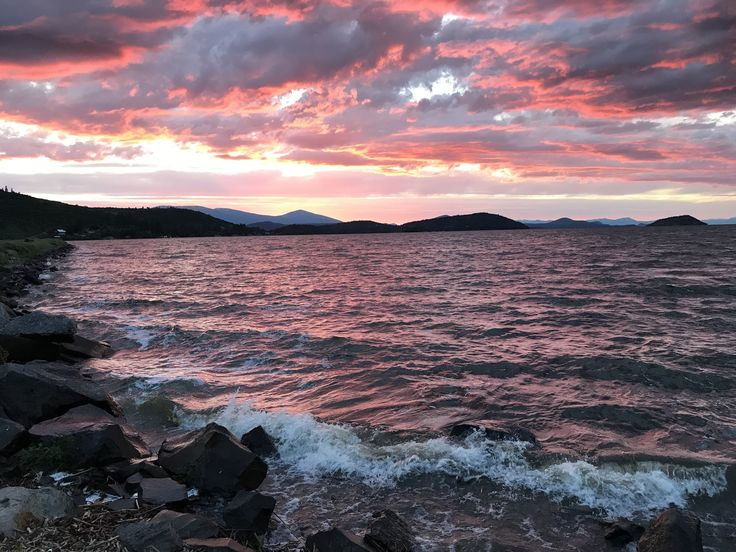 Sunset on Upper Klamath Lake 3 June 17 [OC][4032x3024]