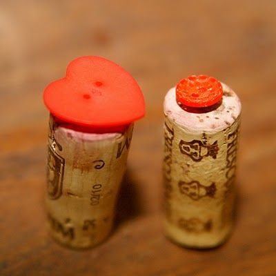 DIY stamps...you need only old wine corks, buttons and glue.