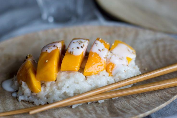 Une recette inratable de Mango sticky rice {a.k.a. riz gluant à la mangue et au lait de coco} Thermomix sur Yummix • Le blog culinaire dédié au Thermomix !