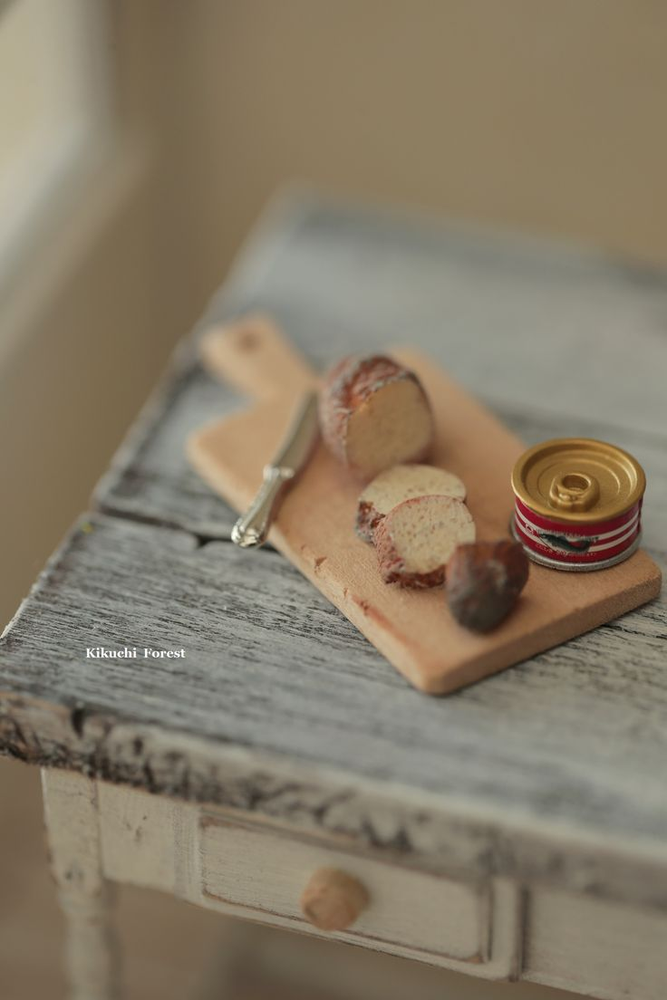 Miniature Food - Dollhouse Assorted Breads, with handmade wooden Antique Bread Cutting Board #miniature #dollhouse #homedecor #frenchstyle #vintage #dollhousekitchen #pain #loaf #パン