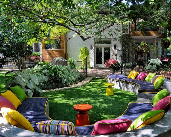 love this idea of a couch outside: Eclectic Design, Modern Gardens, Gardens Seats, Outdoor Seats, Outdoor Living, Seats Area, Landscape Design, Firepit, Fire Pit