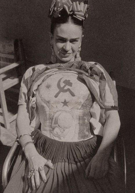 Rare, intimate photographs of Frida Kahlo in love, in pain and with her pets | Dangerous Minds