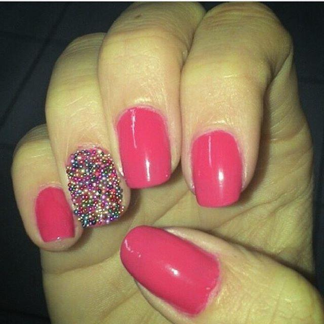 Docinho! Sweet!  #docinho #sweet #pink #rosa #unhascaviar #caviarnails #caviarnailart #unhasdecoradas #unhas #nails #nailsart #caviarcolor #confetti #cupcake #avon #esmalte #esmaltepink #maçãenvenenada