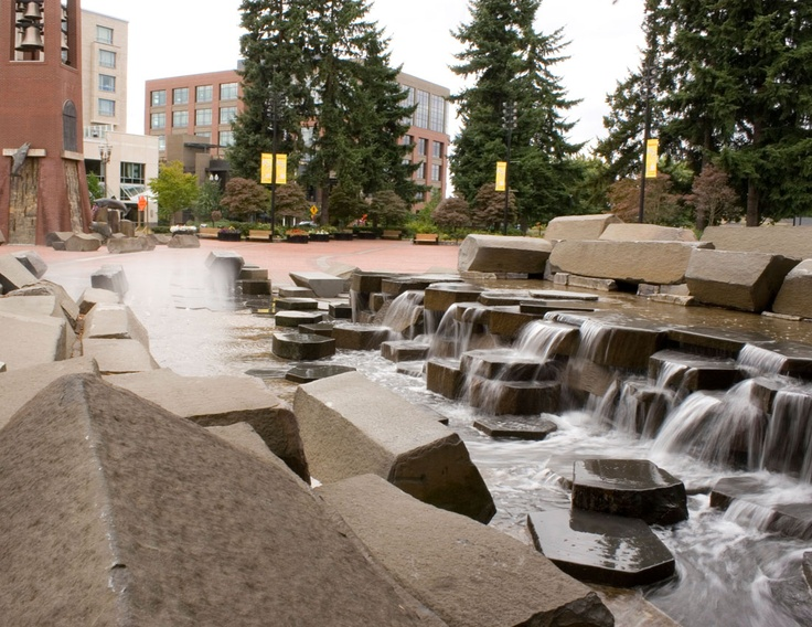 Esther Short Park - fountain with Basalt columns
