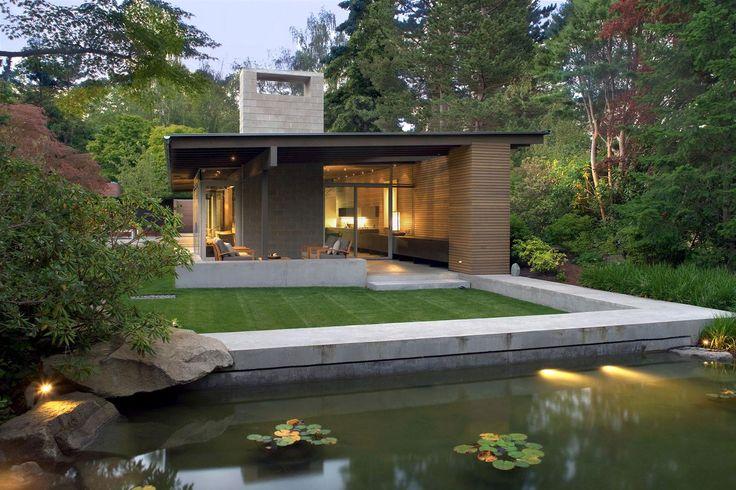Modern lakóház kerti tóval - kert / udvar ötletek, modern stílusban