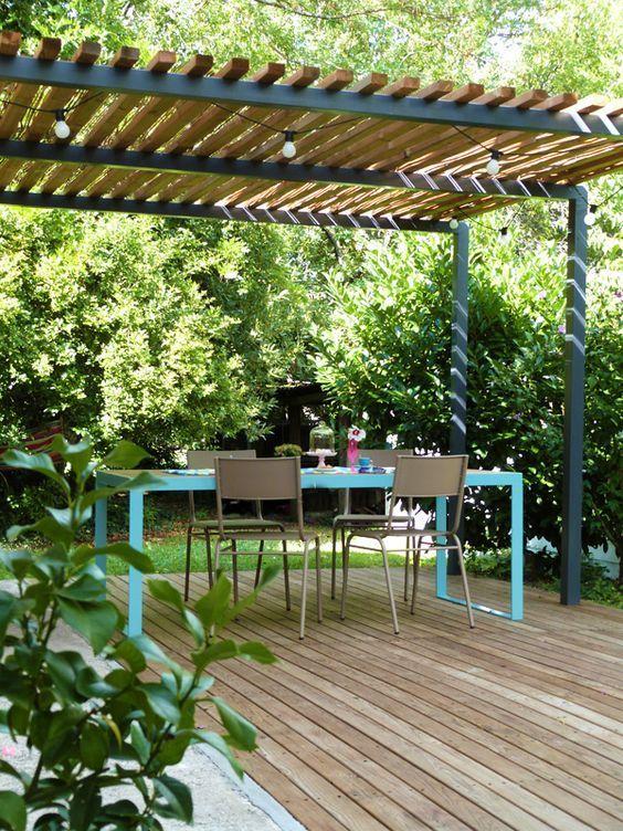 Pergola métal, terrasse bois et table de jardin design. | DIY ...