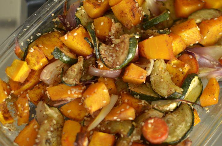 Een vegetarische ovenschotel is makkelijk en lekker. Dit is een simpel recept voor een ovenschotel met pompoen, kaneel en kardemon. Lekker zoet en makkelijk te maken
