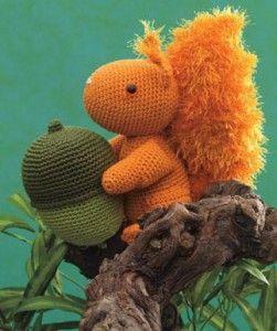 Vinden jullie dit ook een leuk patroon om een eekhoorn te haken? Methet haakgaren in de kleuren bruin-oranje, appelgroen, donkermosgroen en acajou haak je deze...