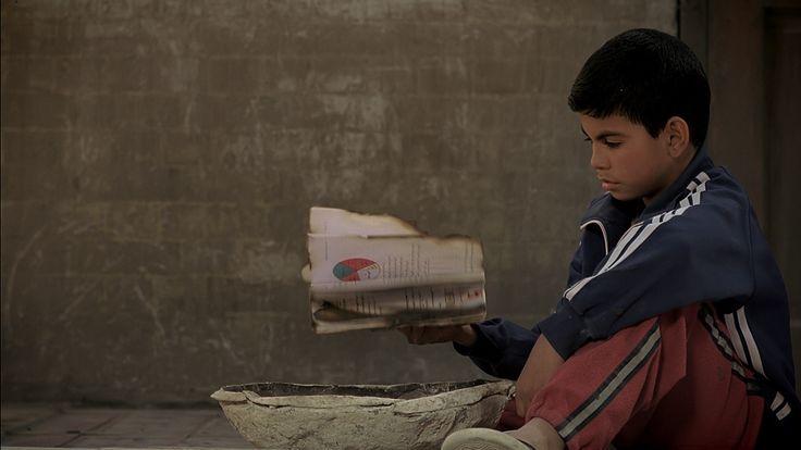 Qarantina (Oday Raheed, Irak 2010) Een gebroken gezin gaat gebukt onder het juk van een incestueuze patriarch, en woont in een besloten binnenplaats van een vervallen huis in Bagdad. De zwangere dochter spreekt niet meer, ze geniet enige bescherming van de jonge tweede echtgenote van de patriarch en zijn jonge zoon. Ondertussen moet het gezin vanwege geldproblemen met lede ogen aanzien dat een norse, heerszuchtige kostganger, een huurmoordenaar, ook bij hen inwoont.