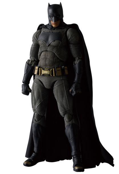 MAFEX BvS Batman 002